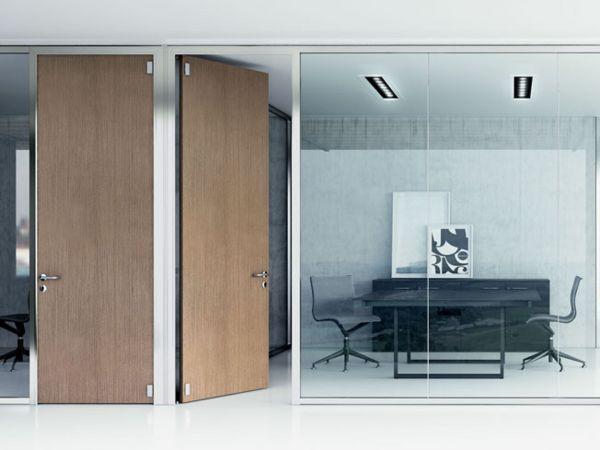 Frezza EVO für Raumaufteilung im Büro mit großen Glaswänden