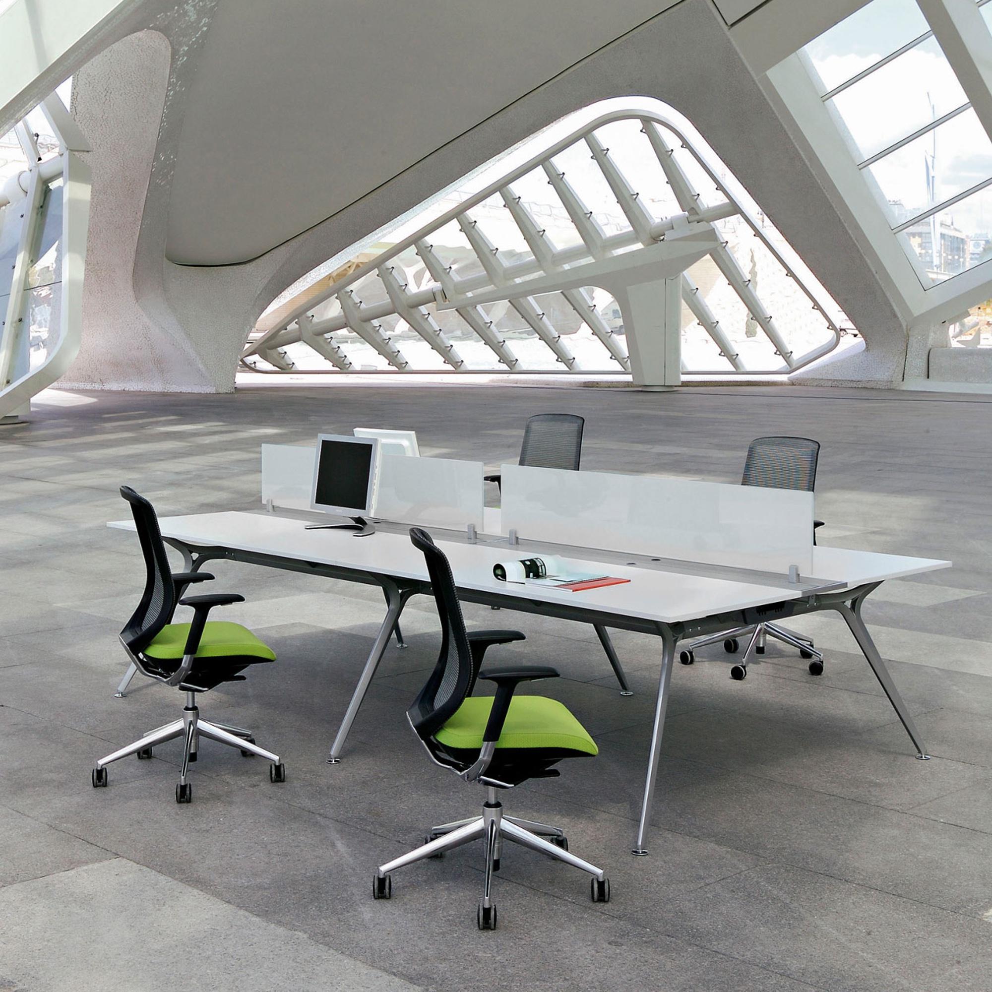actiu arkitek schreibtisch als 4er bench team schreibtische arbeitsplatz b rotische alle. Black Bedroom Furniture Sets. Home Design Ideas