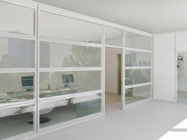 """Archiutti WEST """"Partition Walls"""" aus Glas mit Profilrahmen aus Metall und Jalousinen"""