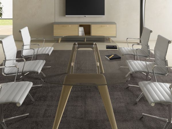 Bralco RAIL Konferenztisch 240x120 cm mit Glasplatte und Eichegestell