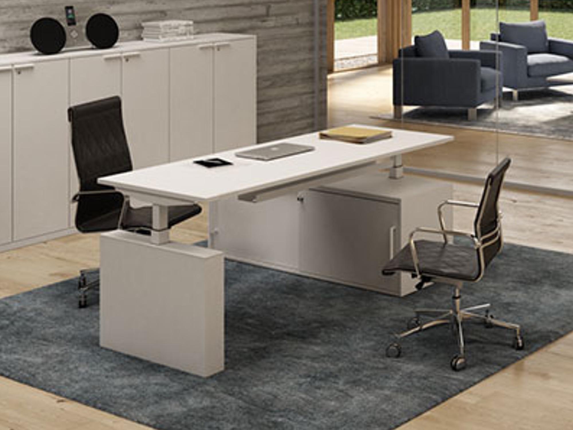 bralco winglet steh sitz schreibtisch mit sideboard und elektrischer h henverstellung. Black Bedroom Furniture Sets. Home Design Ideas